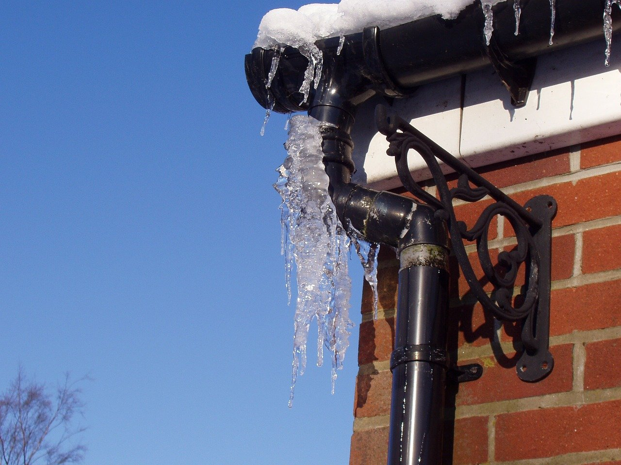 what is the minimum temperature to keep pipes from freezing