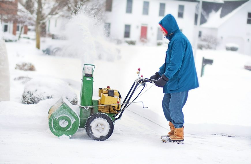 How Much Do Snow Blowers Weigh?